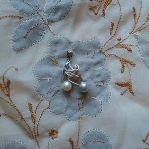Vintage silver tone double pearl leaf vine pendant